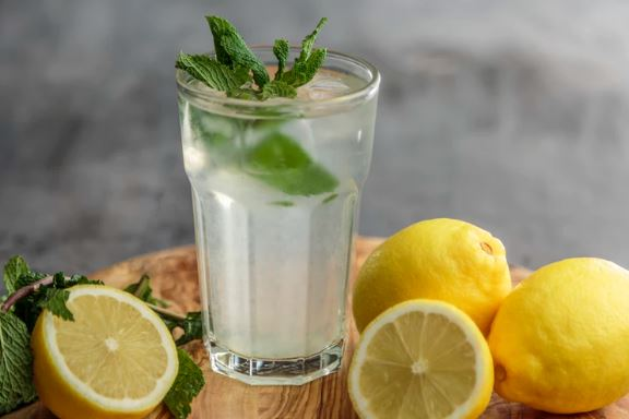 Apple Cider Vinegar with Mint Detox Drink